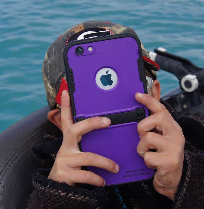 An image of a child with an iPhone.